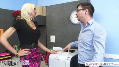porno107 Seduces her Coworker
