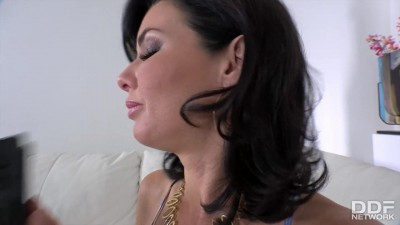 Veronica Avluv gets her shaved wet pussy filled w