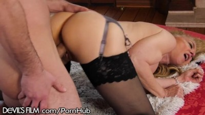 Hot Mature Nina Hartley Rlly Luvs Her Grandson's Friend