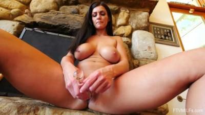 MILF Becky Bandini Naked Playing for FTV