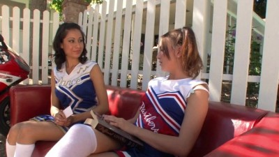 Small Tits Babe Cheerleaders Have Sexytime After The Practice